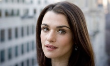 Actress-Rachel-Weisz-pose-006