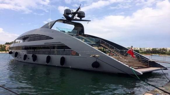 Brindisi-Yacht-Emerald-Ocean-Set-Point-Break2
